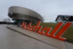 Motohall_001